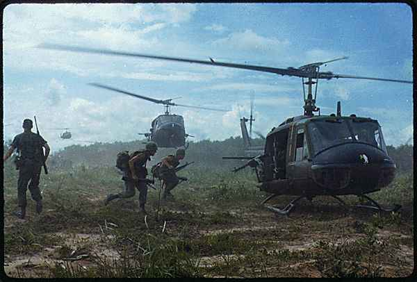 Vietnam_War_Helicopters_Airlift